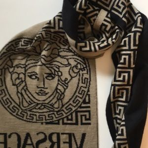 659b2762fb8 Versace Accessories - BNWT Auth Versace revers scarf hat set w  gift box